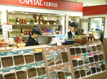 【カフェstaff】美味しいコーヒーの豊かな香りの中で落ち着いた丁寧な接客ができます♪幅広い年代のスタッフが元気に活躍中ですよ!!