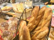 無料でパン工場見学もできます◎ 会社負担で、パンについての知識が身に付く研修が行なわれています♪ご希望の方はお気軽に♪