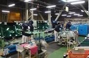 工場内での作業風景です