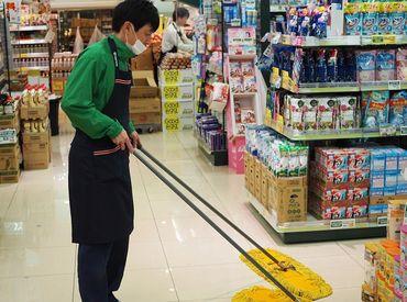 店内の清掃のお仕事をお任せします! 難しいお仕事ではないのでどなたでもスグに慣れますよ♪