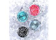 カラーバリエーションの豊富さと、ユニークな素材使いが人気です!! おシャレな方、時計が好きな方、必見♪