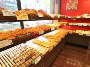 """大人気の""""カルネ""""をはじめ、おかずパンや菓子パンがいっぱい♪嬉しいSTAFF割引もありますよ◎"""
