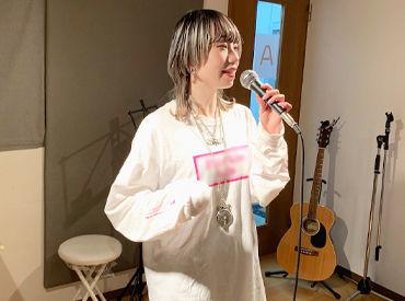 未経験OK!20代の女性が活躍中です! 『歌』が好きな方であればグングンとアナタの技術もUPできますよ♪