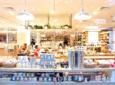 池袋駅直結の落ち着いたお店です♪注文後、カウンターで商品を受け取るセルフタイプのカフェです。