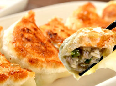 「美味しく餃子を作るコツ」は 先輩がイチから丁寧にお教えします!! 普段のお料理スキルもUPするかも…♪