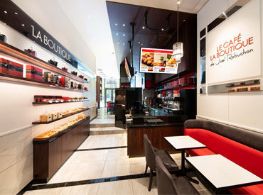 焼き菓子やパンなどが大人気のブティックに併設されたカフェ★行き帰りにはお買い物も楽しめます!接客経験のある方、大歓迎♪
