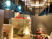 店内は大人っぽい落ち着いた雰囲気★ 半個室もあり、居心地の良い空間です◎
