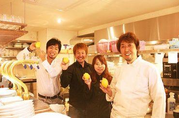 【キッチンスタッフ】フレッシュな仲間希望!ピカピカのキッチンがあなたの活躍の場!アイデアを出しながらシェフと協力し、料理をしてください♪