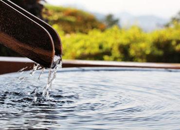 ※写真はイメージです※ かけ流し温泉が人気の温か味ある旅館で働きませんか?ゆくゆくは正社員も目指せますよ♪