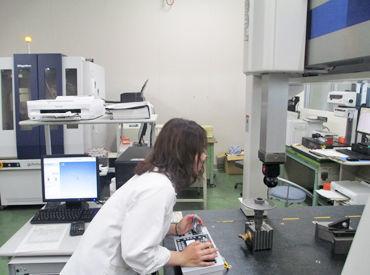 未経験の方も大歓迎! 測定機器・測定具・目視で部品の検査をするお仕事。 女性活躍中!フリーター・主婦さんなど幅広く在籍♪