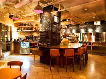 """【カフェSTAFF】メディア特集実績多数の""""WIRED CAFE""""★間接照明が照らすラウンジ風空間…♪常連さんとの会話がはずむ、温かい雰囲気がGood◎"""