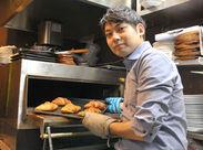 \人気カフェで楽しいパン作り♪/ 未経験OK★学生~シニアまで活躍中! 駅直結のカフェでNEW STAFF募集中★