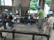 型枠を外しての清掃、鉄筋組み込みをする他、コンクリートを流し込む製造作業全般をお任せします。