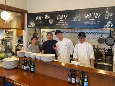 日本にアメリカのハンバーガーを広めたお店◎ なんと30年以上の歴史があるんです! 落ち着いていて温かい、おしゃれなお店です☆