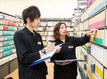 店内には本やゲーム、CDなど様々な商品が並びます! 『これ限定品だ!』などレアな商品に出会えるかも♪ 社割で≪10%OFF≫