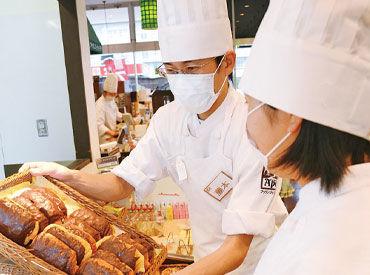 未経験から始めた方が90%以上★ レジ打ちの仕方からパンの並べ方まで 丁寧に教えるのでご安心ください◎