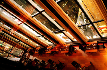 【リストランテSTAFF】□■ オープニングSTAFF大募集!■□⇒⇒メディアで話題の人気店選りすぐりの素材を活かした料理でおもてなし。