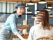 \\ 入社お祝い金3万円あり◎ // オシャレなカフェでお仕事デビューしませんか?