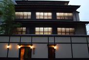 創業50年以上の伝統あるお店。 古くからのお客様にも、新しいお客様にも親しみやすいと評判です。 地下1階、地上4階の建物。