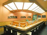 活気のある店内は、まさに「浅草のお寿司屋さん」という感じ♪地元で昔から愛されるお店です。18才~40代まで幅広く活躍中!