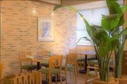 老舗高級ホテルが贈る、チャイニーズモダンな空間◇◆*テーブル間もゆとりがあって、ゆったりとした造りになってます!