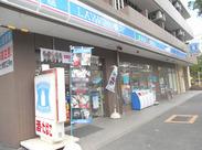 ≪高井戸駅から徒歩3分!≫ 自転車通勤OK♪ 閑静な住宅街の中にある、ほのぼのとした雰囲気のコンビニです(●´ω`●)