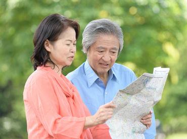 シニアの方も活躍中! 「次はどのエリアを配ろうか?」 夫婦でウォーキングついでにポスティングも♪ ※写真はイメージです。