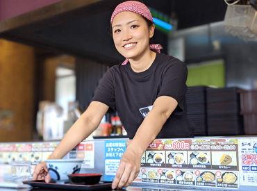 ★★未経験でも安心!!★★ 食券制なので、カウンター越しの簡単な対応ばかり♪ メニューはうどん・ラーメン・丼物など◎