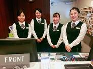ビジネスマンや観光のお客様などが連⽇各地からお⾒えになります。 ⼀緒に明るいあいさつと笑顔でお迎えしていきましょう!!