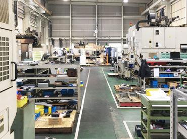 工場内はこんな様子です◎ 部品を交わして棚の掃除など、お仕事はシンプルです!