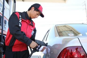 【ガソリンスタンドスタッフ】資格・経験がない方でもGS業界大手「宇佐美」のエリア正社員としてスタート!研修制度が充実!転居を伴う転勤はありません!