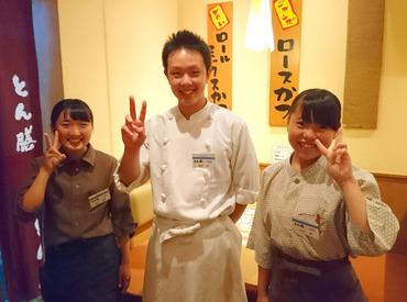 【店舗Staff】\高校生~シニア層まで活躍中!/幅広い年代の方が、和気あいあいと働いてます◎家族のような暖かい空間で、お仕事スタート♪