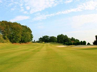 """""""全27ホール""""の個性的なコースを 無料でプレイすることができます! ゴルフ好き必見の特典★ 話の合う仲間も見つかります♪"""