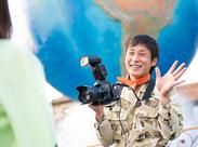 ≪東京ディズニーリゾート(R)内≫ 晴れた日には、青空とリゾートをバックにゲストを撮影!!このお仕事でしか撮れない景色です♪