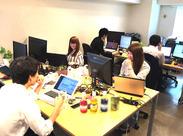クリエイティブワークにピッタリの落ち着いた内装でアイデアも浮かびやすい♪机の上にカキ氷シロップ!?そんな自由な職場です!