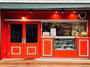 """""""赤いお店""""が目印のお洒落な外観*みんなで「相模原で一番美味しくて楽しいお店ならココ!!」を目指して楽しく稼ぎましょう♪"""