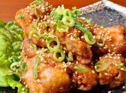 ≪鶏肉専門のデリカテッセン≫ 焼き鳥・から揚げ・お弁当などの商品が 種類豊富に揃う惣菜店◆ 冷めても美味しいと評判◎