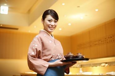 """【日本料理店】静に落ち着いた雰囲気に包まれたお店でオシゴト--お客様への""""おもてなし""""をお任せ!月収25万円以上で安心して働けます。"""