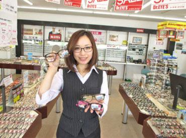 【メガネ販売スタッフ】≪ 転勤なしの地域社員で大募集!! ≫▼通勤らくらくJR「西熊本駅」スグ!交通費支給あり!普段、メガネをかけなくてもOK!