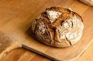 可愛いカラフルなパンや、 カレーパンが有名なお店(*´u`*)