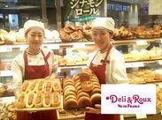 赤い看板が目印★ヴィドフランス系列のデリカテッセン♪パンの美味しさを引き立てる、お惣菜やスープ、ラテなどが充実+.゚
