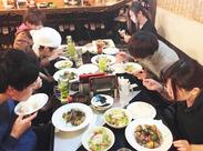 みんな年が近いから話しやすい♪スタッフの就職祝いの時にはみんなでまかないを食べたりも(*´▽`*)◎