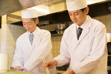 """【料理長】憧れの料理長として、 店舗のマネジメントに挑戦!お客さまもスタッフもみんな笑顔に◎""""素敵なお店づくり""""をお任せします♪"""