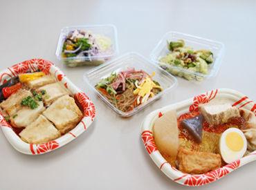 ≪安定の旭食品グループ≫ サラダや煮物など、大手スーパー向けの 惣菜を作っています! 髪色自由☆高校生もOK◎
