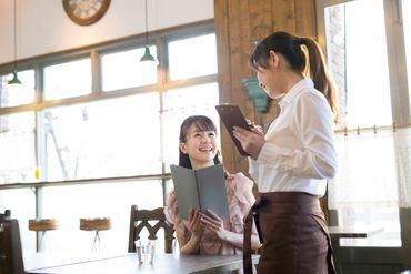 【カフェ内での接客やパン販売】\大人気!カフェ併設のパン屋さんでアルバイト♪/◆学生さん歓迎!(高校生不可)◆週3日~/1日6h~OK!空いてる時間で☆