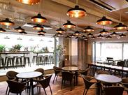 ★広々としたオープンキッチンが魅力★目の前のお客様と会話しながら、お仕事できます!お客様との距離をぜひ体感してください!