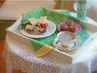 【ホールSTAFF】★日本のチョコレート・菓子メーカーと、フランスの1つ星レストランがコラボしたカフェのホールスタッフ♪販売もあります★