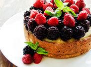 パティシエの技を凝らした、美しいケーキを作っています。お客様に求められる本質を考えながら働けるのが魅力です。