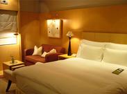 ≪ホテルの客室をお掃除♪≫ ベッドメイクや掃除がメインの、 すぐに慣れるカンタン業務! 【土日祝勤務できる方積極採用中】