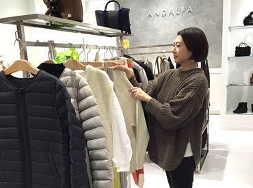 ■ アナタらしく働ける職場 ■ お店の雰囲気にあえば、 服装や髪色、ネイル、ピアス自由です! 気に入った商品は社割で購入も‥